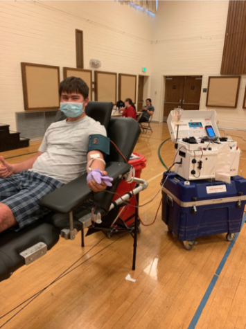 Senior Horatio Wolffe gets his blood drawn while remaining safely distant from other donates.