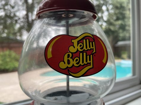 "Jelly Belly holds golden ticket contest for consumers, similar to the Wonka golden ticket contest in the beloved ""Willy Wonka and the Chocolate Factory."""