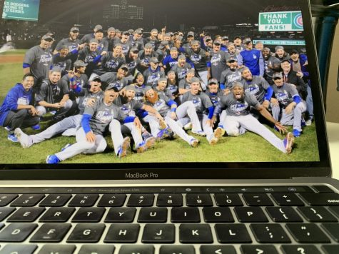 A team picture of the Dodgers after their win, including the mask-lacking Justin Turner.