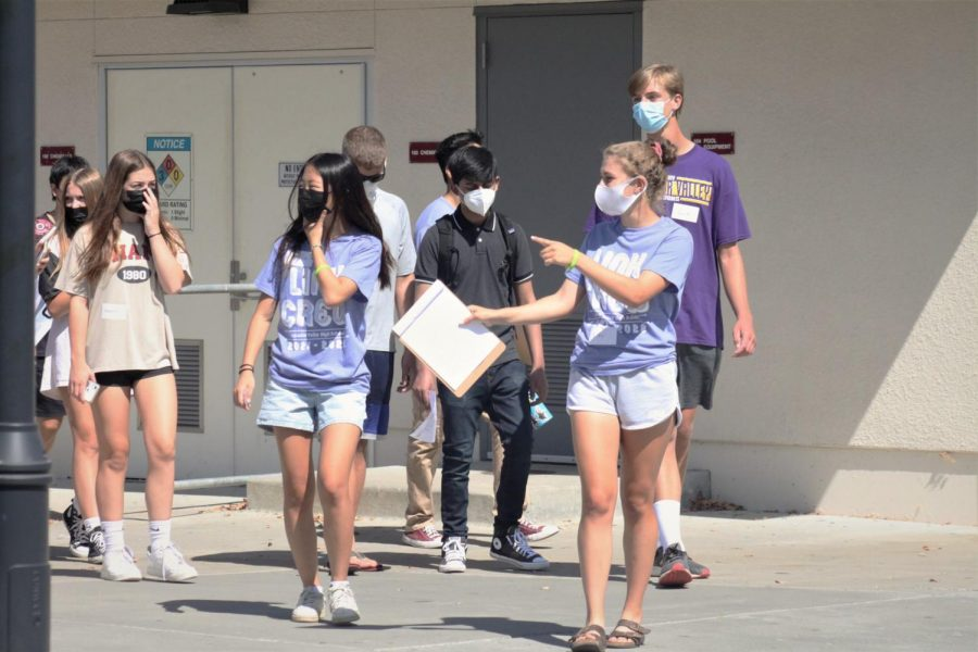 Freshman/ new students are being shown around campus by the Link Crew.